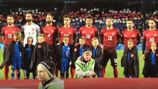 A Milliler'den İzlanda'lı çocuklara jest!